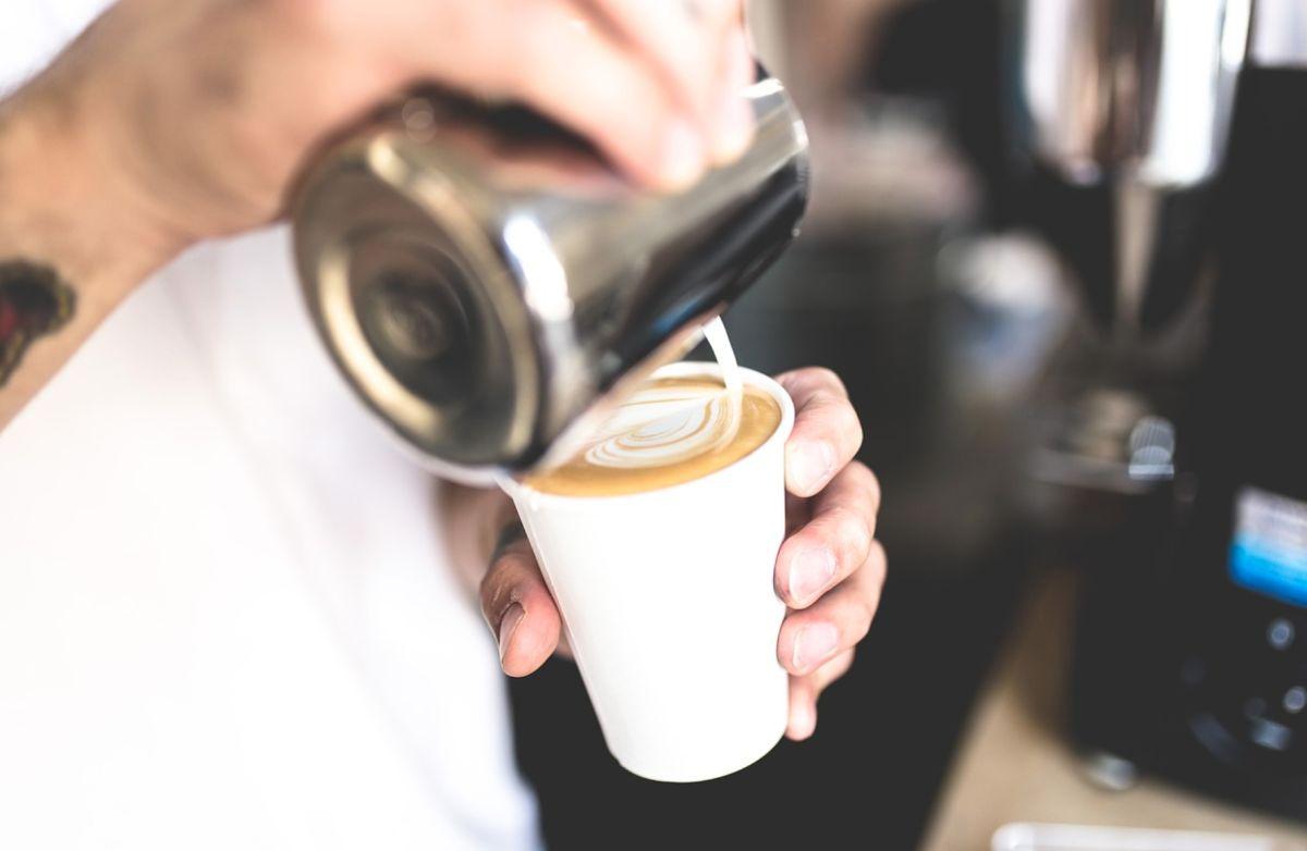 ▲原PO喝超商的燕麥奶拿鐵時,發現只要店員沒有「搖晃燕麥奶瓶身」,喝起來的味道就會差很多。(示意圖/取自pixabay)