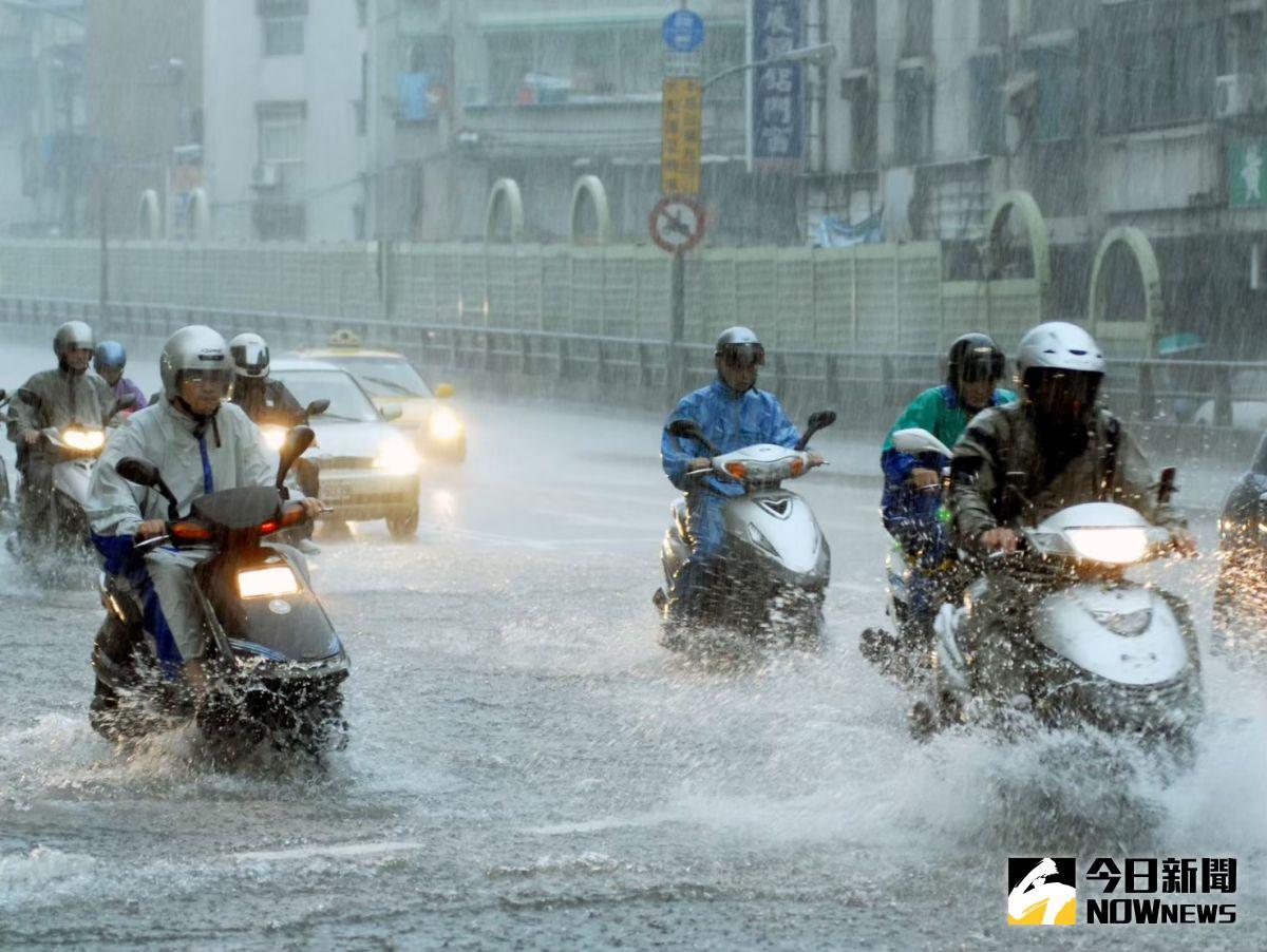 ▲氣象局指出,今(11)晚到明天上午是風雨影響是最明顯的時候,宜蘭縣、花蓮縣都有機會出現超大豪雨的可能。(圖/NOWnews影像中心)