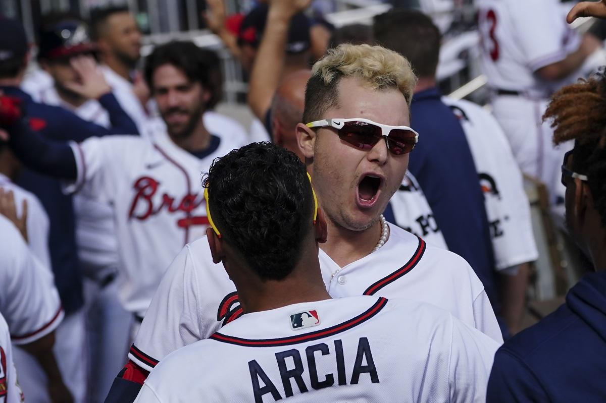 MLB/Pederson代打敲關鍵3分彈 勇士系列賽搶先聽牌