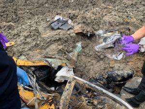 ▲計程車司機被救出時已經明顯死亡。(圖/龜山分局提供)