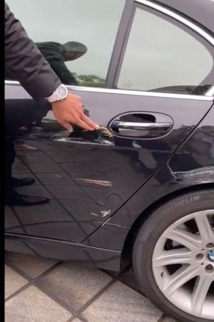 ▲黑人曬出王力宏的愛車,可以看到車身傷痕累累。(圖/翻攝黑人微博)