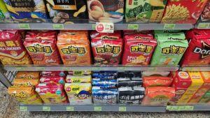 ▲網友到超商發現零食區擺放方式十分療癒。(圖/翻攝PTT)