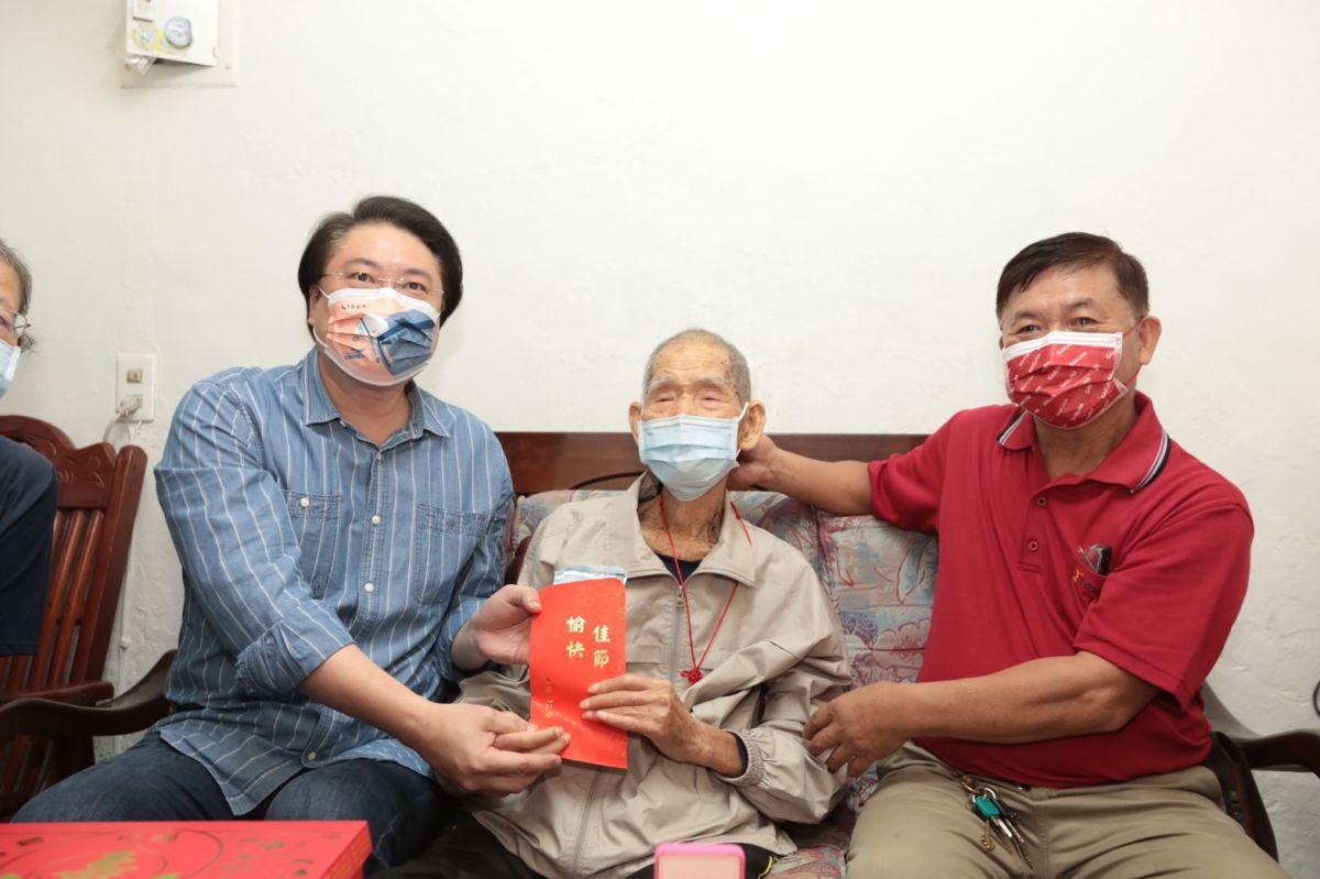 ▲基隆市長林右昌今(13)日前往今年年滿100歲的林才祥爺爺家中探視。(圖/基隆市政府提供)